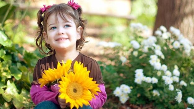 niña con girasoles