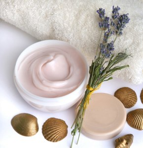 crema-cosmetica-corporal-de-lavanda