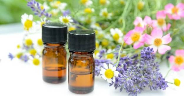 how-to-make-your-own-essential-oil-blend-800x419