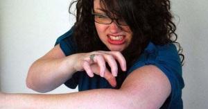 mujer comezon eliminar-la-picazon-de-la-psoriasis