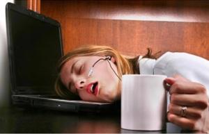 fatiga-dormir-cansancio-trabajo-mujer