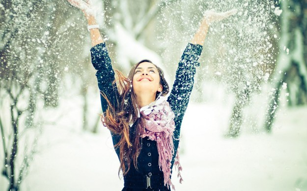 girl-enjoying-snowy-day-happy-winter-image-for-whatsapp