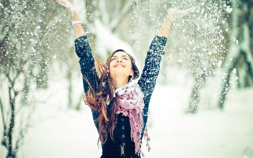 girl-enjoying-snowy-day-happy-winter-image-for-whatsapp