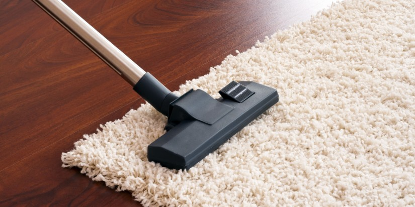 aspirando alfombra
