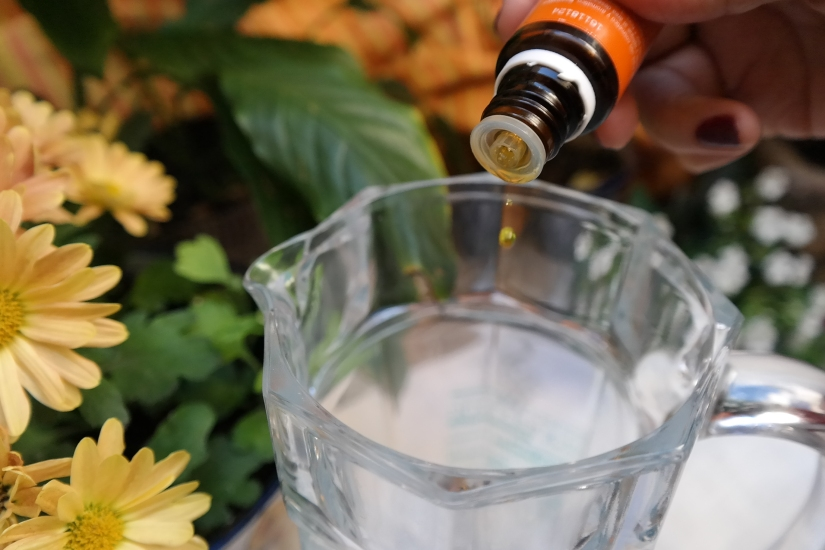 Aceite esencial Naranja jarra agua gota