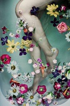 bathtub flowers legs
