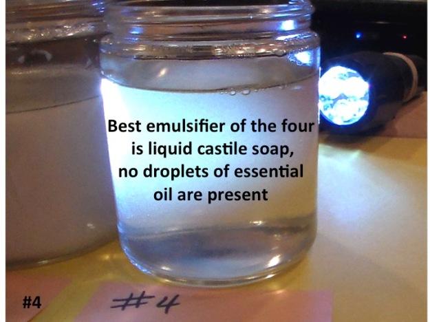 El mejor emulsionante de los cuatro es el Jabón de castilla liquido, ninguna gota de aceite esencial presente.