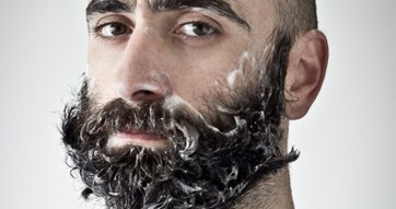 beard-shampoo-man-trimming