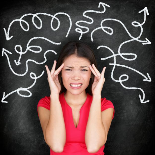 disonancia-cognitiva mujer dolor de cabez pensamientos negativos