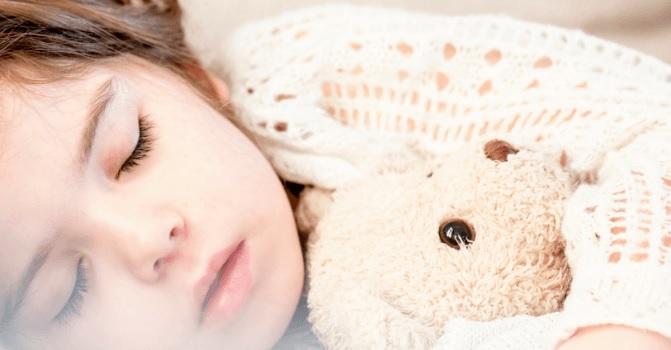 """5 aceites esenciales para que tus hijos """"duerman como piedras"""""""