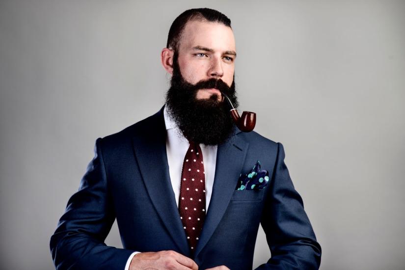 barba pipa traje formal