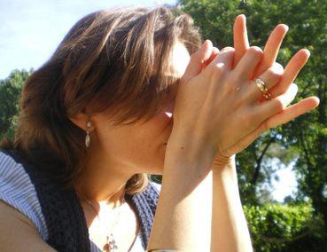 inhalar aceites esenciales mujer